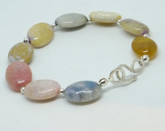 gemstone beads bracelet with hammered silver lock and small silver beads