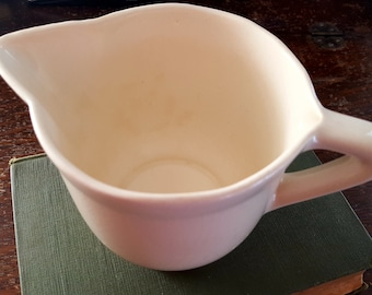 Vintage Creamy White USA (McCoy) Small Batter Bowl, Mixing Bowl with Pour Spout and Handle, Pottery, Stoneware