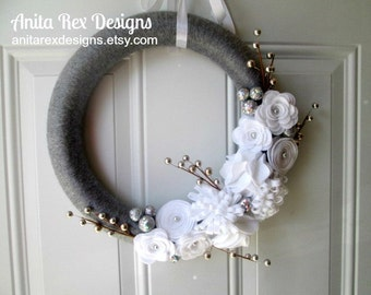 Christmas Yarn Wreath, Silver and White Wreath, Holiday Wreath, Felt Flower Wreath, Christmas Decor
