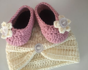 Baby hat and shoe set