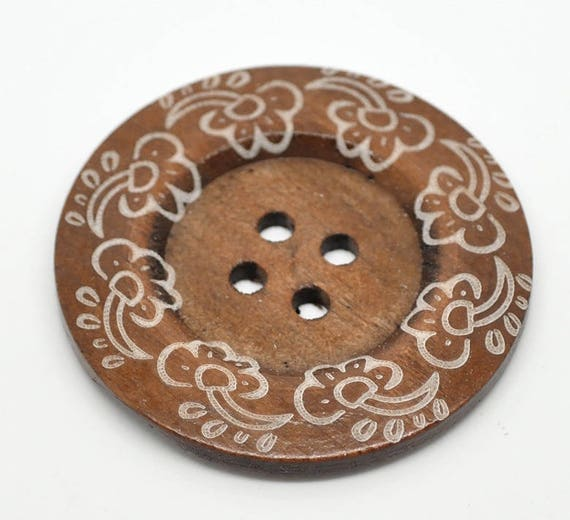 BB60105 - 1 BUTTON WOOD BROWN 6 CM LARGE