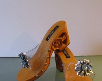 Betsey Johnson Carved Wooden  Sandals Size 8