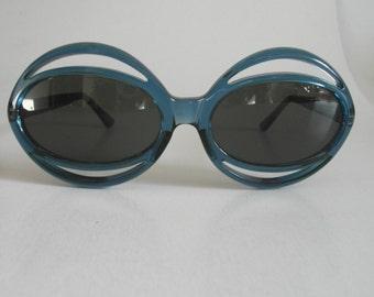 Vintage Translucent Ocean Blue Oval Frame Sunglasses