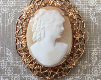 Pretty Vintage Carved Shell Cameo in Filigree Setting