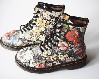 90s clothing women vintage boots size 5 dr martens floral boots leather