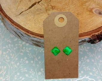 Green studs earrings; Size M
