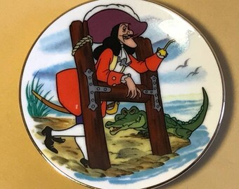 DISNEY COLLECTORS PLATE Walt Alphabet miniature porcelain gold collection limited edition retired Captain Hook Peter Pan crocodile tic toc H