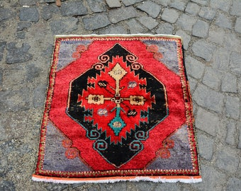 FREE SHIPPING! 2.5' x 2.8' small rugs entry rugs Christmas Rugs vintage turkish rugs throw rugs gift rugs tribal rugs rustic rugs Code 1955