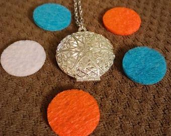 Essential Oil Diffuser Necklace Pendant (+5 diffuser pads)