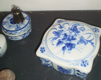 Porcelain Vintage box Holland Netherlands Hand-Painting Blue and White