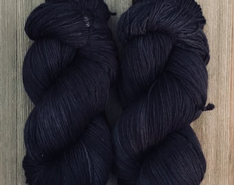 Hand Dyed Yarn Worsted weight Superwash 100 g  Black Cat