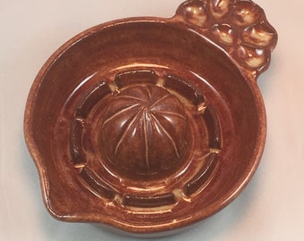 Citrus Juicer - Lemon Reamer - Orange Squeezer - Pottery - Kitchen Gadget - Handmade - Wheel Thrown - Ceramic - Juice Extractor Bowl