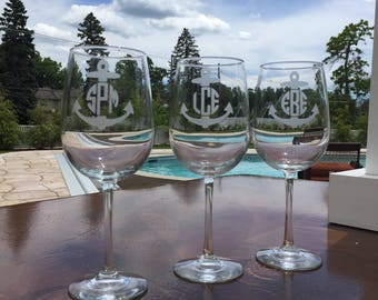 Monogram Anchor Etched Wine Glass