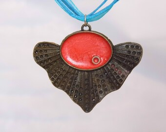 Red bronze fan pendant, steam punk necklace, FREE SHIPPING, Red crackle effect resin, frilled bezel, light and delicate pendant