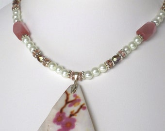 Shell pendant glass pearl necklace