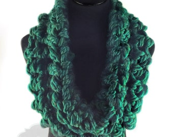 Green Crochet Scarf, Chunky Soft Cowl, Emerald Green Snood, Forest Green Infinity Scarf, Handmade Shoulder Wrap, Hunter Green Neck Warmer