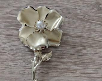 Large 5 inch Goldtone Flower Brooch