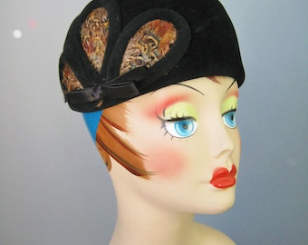 Velour Pill Box Hat / Vtg 50s / Made in Italy Black Velour Pillbox Hat with Feather Insets