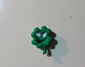 Smiling 4 leaf clover needleminder