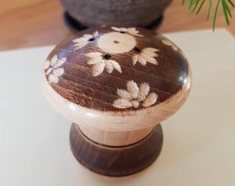 Wooden saltern, saltshaker, *handmade*, home decoraton, round, unique