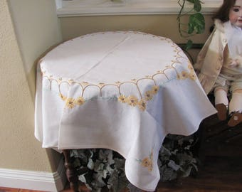 "Table Linens Vintage Handmade Embroidered Linen Cotton Lace Tablecloth - 39"" Square (#133)"
