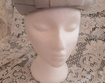 Vintage womens Collette Cathay grey hat with flat bow front