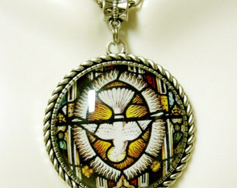 Holy spirit pendant and chain - AP25-074