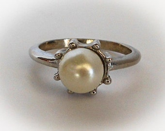 Vintage Silver Solitaire Pearl Ring   Size 9    Silver Plated