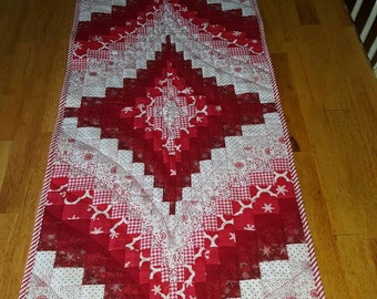Christmas or valentines day Bargello Table Runner with 4 Matching Placemats