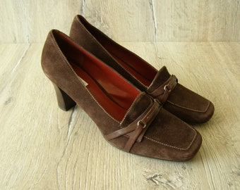 Size 9. Bill Blass Suede Leather Shoes. Suede Leather Pumps. Dark Chocolate Brown Shoes. High Heels Suede Shoes.  Size 39