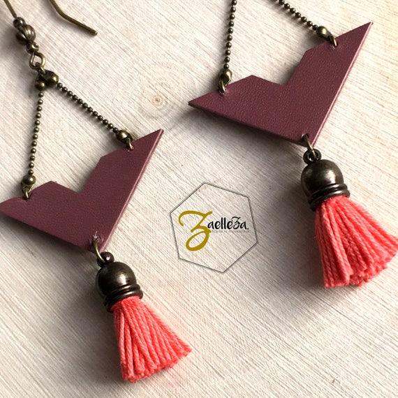 """Boucles d'oreille cuir pompon chevron Corail Rose Taupe - modèle """"Krishna"""" Coll. HOLi //Zaelleza -Saint Valentin - Bijoux femme -Romantiquee"""