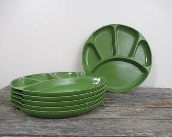 Avocado Green Plastic Plates, Divided Picnic Plates,  Cookout, Camping Plates, Stacking Divided Plates