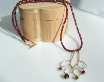 Garnet and Gold Leaves Pendant Necklace