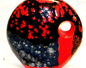 Crazy Ultra-post modern vase. (James Beattie - artist)