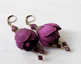 Flower earrings, silk flower earrings, plum purple, clip on earrings, pierced earrings, light earrings, gift woman, wine earrings, purple