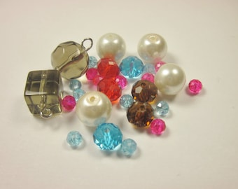 28 assorted 4-12 mm (M9) glass beads