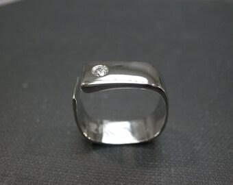 0.10ct Diamond Wedding Ring in 14K White Gold