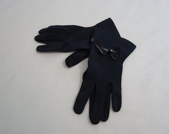 Vintage Gloves - 1930s, 1940s Navy Blue and White Gloves With Bow Trim