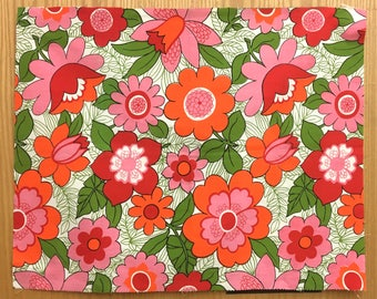 Charming 1960's Retro Print Floral Fabric (2163)