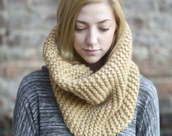 Tan Luxurious Bulky Knit Merino Wool Cowl // Chunky Knit Infinity Scarf // Camel Colored Knit Scarf Snood