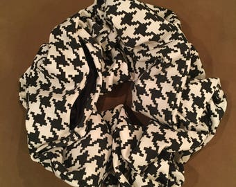 The Traveling Scarf - Houndstooth (Short)