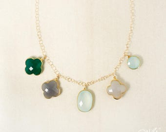 Or lunatique Onyx vert, trèfle de calcédoine grise & Aqua calcédoine bavoir Collier - Collier plastron multi-pierres précieuses - unique en son genre