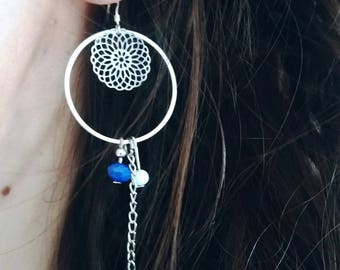 Dangling earrings with stamp and pearls