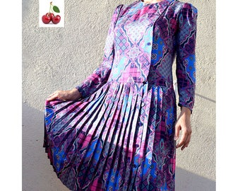 French vintage 1980's dress s pleated dress buttoned shirt dress Paisley print on the side 80's midi paisley dress