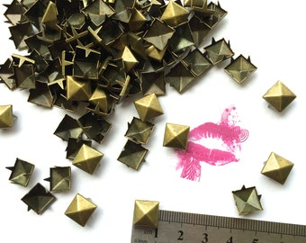 100pc 4 PRONG Pyramid Studs. Avail. in Multiple Sizes/Finishes. Pls see drop down menu.FAST Shipping w/ Tracking for US Buyers. 10mm in Pic.