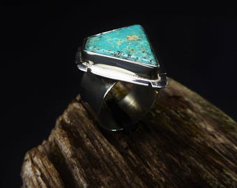 Bright Blue Cripple Creek Turquoise Ring