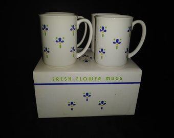 Avon Fresh Flower Mugs in Original Box 1987 Whiye Blue Flowers