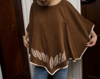 Kusillo Baby Alpaca/Wool Poncho with Leaf Embroidery