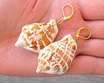 "Real Natural Tan Sand And White Conch Shell Seashell Pendant Charm Ocean Beach Mermaid Gold Dangle Earrings 2.5"""