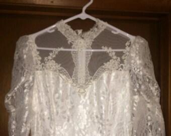 Vintage Wedding Dress and Veil - Size 8 / 10